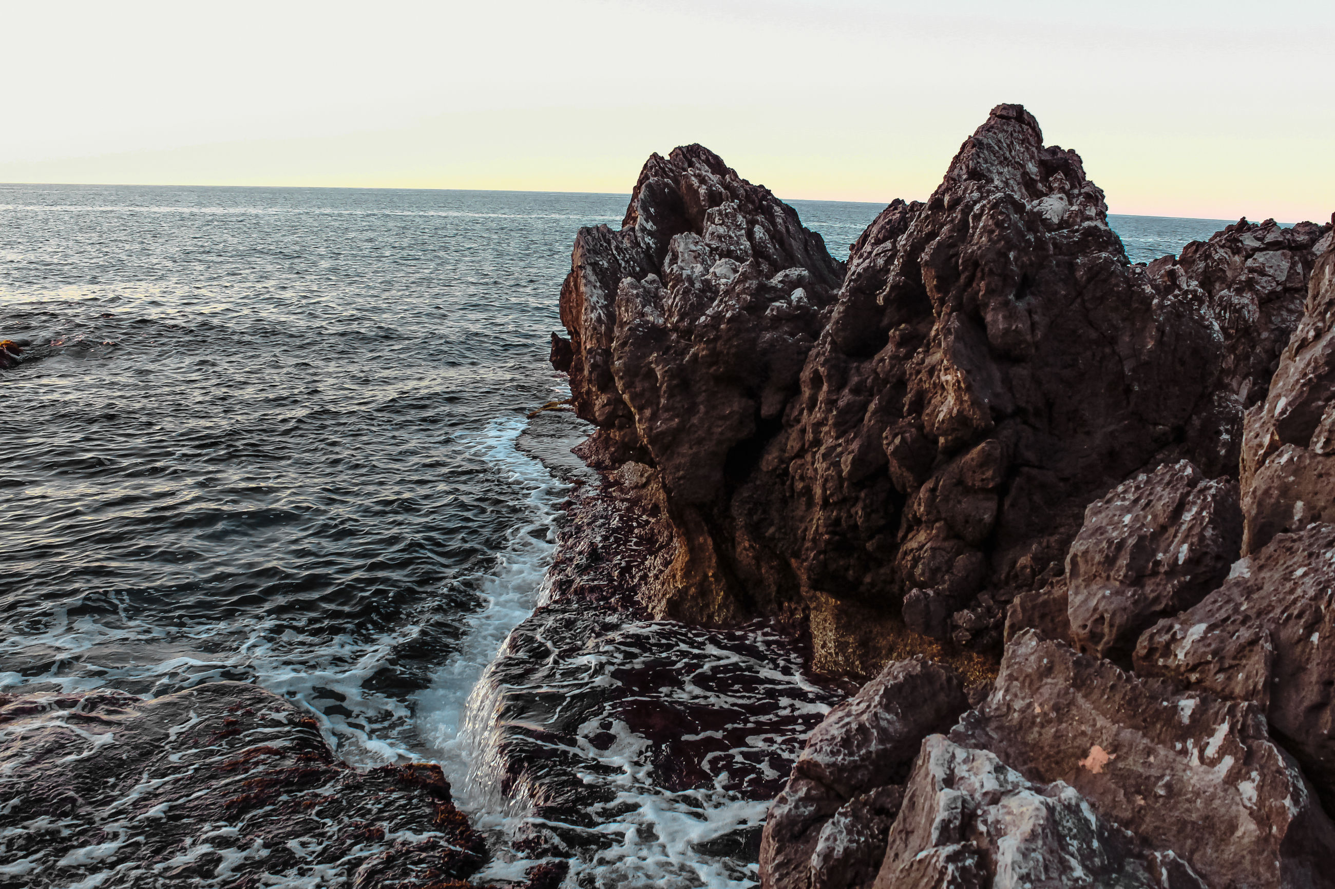 sea, nature, rock - object, beauty in nature, scenics, sky, tranquility, tranquil scene, no people, outdoors, water, horizon over water, day, beach, wave