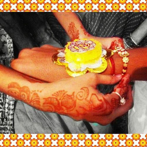 @rc_apps Rcnocrop Rakshabandhan Indianfestival Brother_sister tightening rakhi on right hand in jabalpur instacolors jj_notforsquares_49 jj_macro jj_mobilephotography igaddict igramming_india incredibleindia follow4follow like4like instalove monsoon vscocam