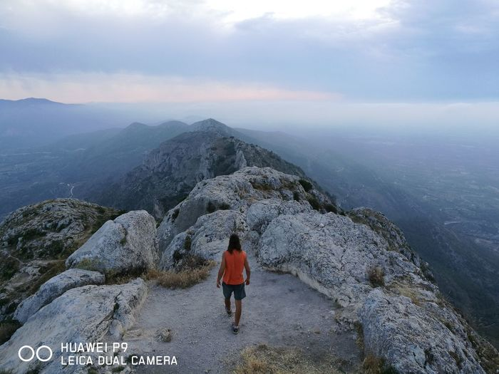 One Person Scenics Rear View One Man Only Nature Landscape People Outdoors Day Beauty In Nature Travel Destinations Only Men Men Mountain Real People Summertime Rural Scenes Verano Montañas❤ Cimas Picos Trekking Healthylife Vidaactiva Paisaje