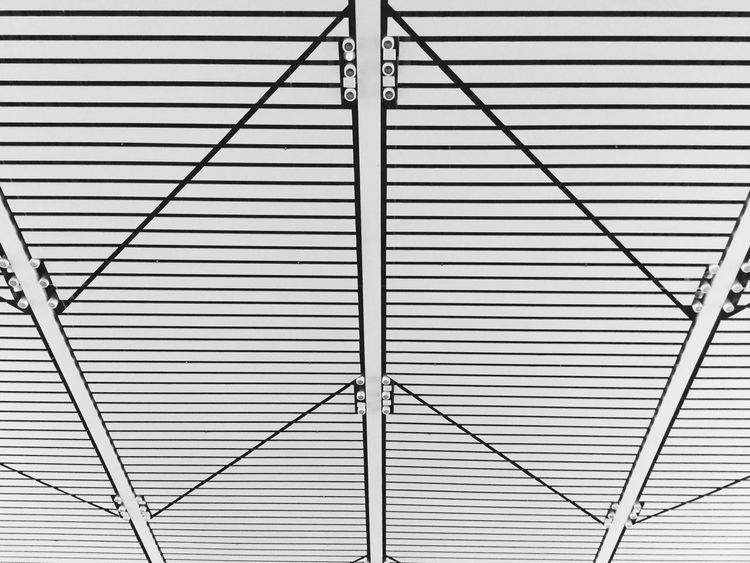 《Symmetric》By iPod touch 6 拍自己想拍的 Deceptively Simple Symmetry City Building Urban Geometry Streetphotography EyeEm China IPhone Photography Monochrome Simple Photography China PhonePhotography Black & White Light