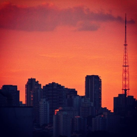 | Crepúsculo | Twilight Eventide Rainbow Sky Skyline Town City Citylights Instagood Instamood