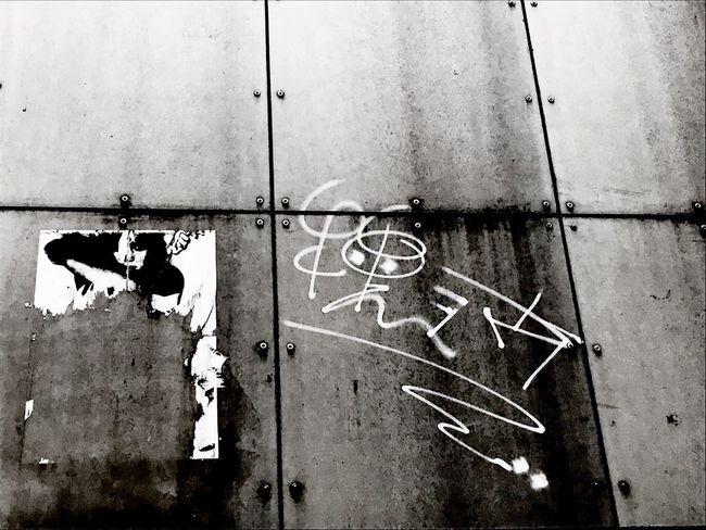 Looking up ... Streetphotography Monochrome Graffiti Street Street Portrait Blackandwhite