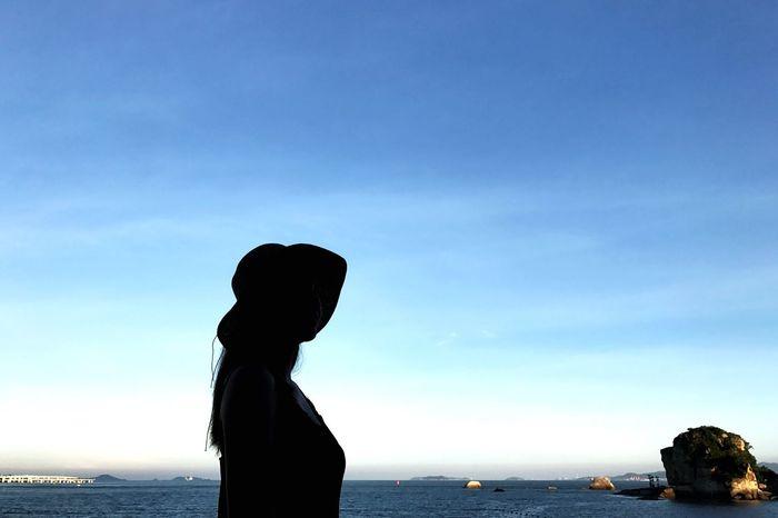 The girl and the sea Sea And Sky