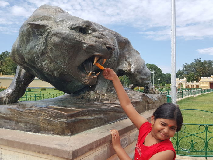 Funny Moments - Girl offering flavoured ice to lion statue😎 Eyeem Market EyeEm Gallery EyeEm Nature Lover Getty Images Getty+EyeEm Collection Getty Image-collection EyeEm Masterclass Eyeem Photography eyeemphoto Funny Moments Funny Asian Girl Girl Power Girls Just Wanna Have Fun :) Girls Power Statues And Monuments Lion Statue Stone Lion Ice Cream Ice Cream Lover Getty X EyeEm Images Child Smiling Animal Trunk Childhood Happiness Children Head And Shoulders Asian  Energetic