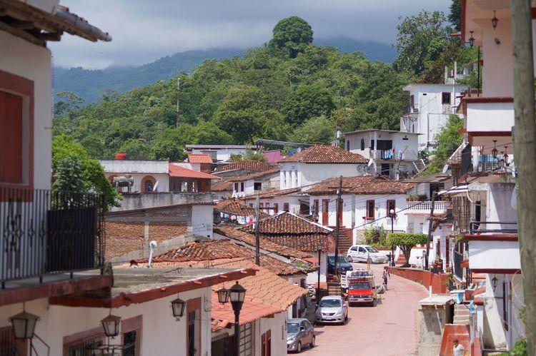 #Mountain #pueblomagico #tapijulapa Architecture Building Exterior Day Outdoors Tree