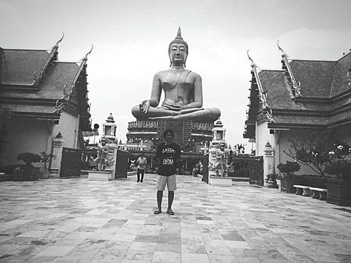 Taking Photos Enjoying Life Mybrother Thai Temple Lovelovelove Amazing Perfect Bigbuddha