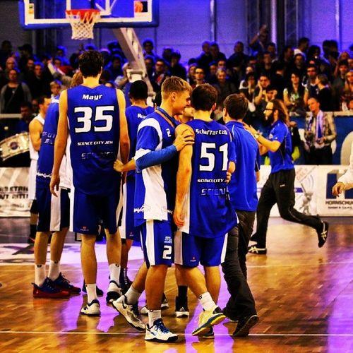 Team mates love me. I can't blame 'em. Jena Basketball Gotha