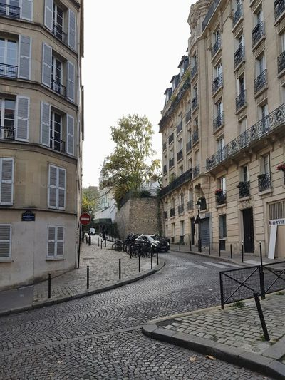 Zic zac Architecture Building Exterior Built Structure No People Tree Sky Romantic Place Travel Destinations Pavement Vacations History EyeEm Best Shots The Week On EyeEm Travelling Windows Tourism Autumn Rooftops Houses Paris Streetphotography Cars City Cityscape Leisure Activity
