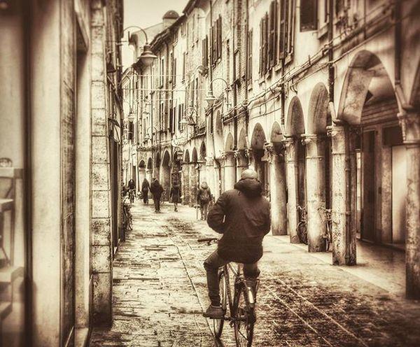 Daily trip to ferrara... March 2016 Ferrara Igersferrara Solotravel Mirrorlesscamera Streetphotography NX2000 Sepia