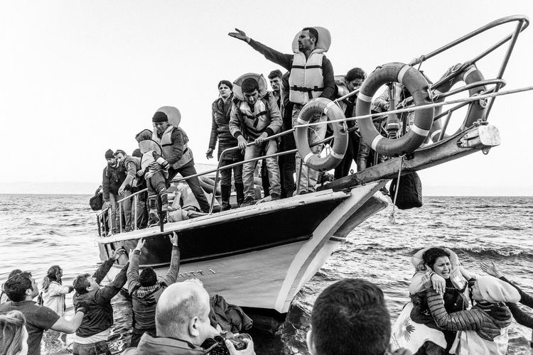 The Photojournalist - 2016 EyeEm Awards refugees arriving on the lesbos island in Greece Market Reviewers' Top Picks