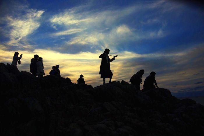 日本 福井 東尋坊 海 逆光 Sky Silhouette Lifestyles Cloud - Sky Real People Leisure Activity Outdoors Nature Men Sunset Beauty In Nature Women Adventure Large Group Of People Togetherness Day People
