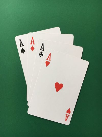Gambling Cards Luck Chance Leisure Games Heart Shape Success Poker - Card Game Close-up Playing Table No People Competition Indoors  Cards On The Table Texas Hold'em Poker PokerGame Poker Time Poker Night Green Background Card Luck Pokerface Play