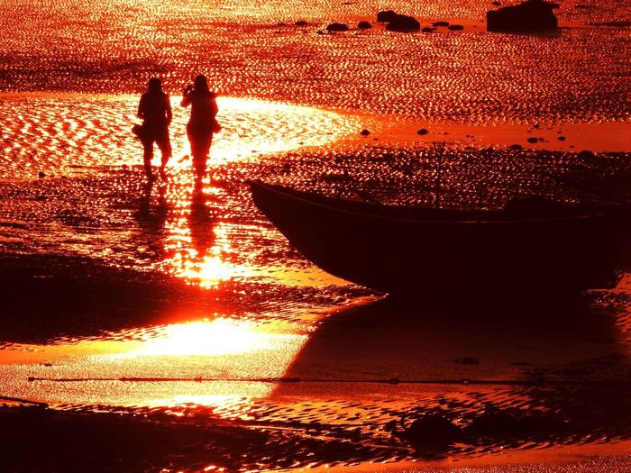 Water Real People Sunset Nature Sunlight Silhouette Two People