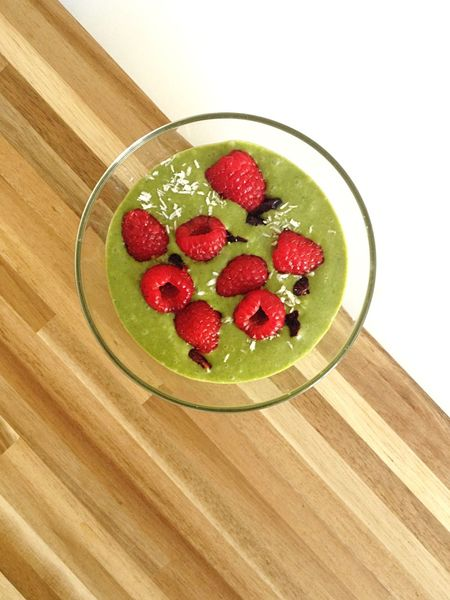Breakfast Matcha Healthy Smoothiebowl Raspberry Raspberries Green Food Foodporn Foodphotography Food And Drink Eat Healthy Eating Yummy Omnomnom Green Color