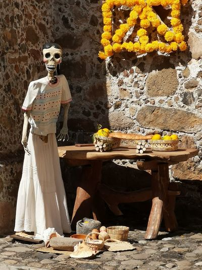 la muerte Calaca Church Death Portrait Standing Bride Human Representation Sculpture Mannequin