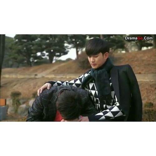 Lawyer Jang & Do Min Joon's very emotional farewell scene. ??? Their friendship is amazing. Huhu. YouWhoCameFromTheStar Kimsoohyun