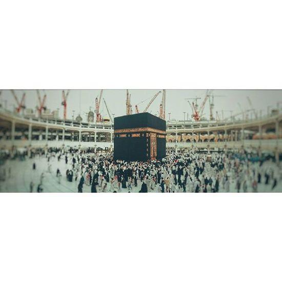 Panorama of Kaaba 🔥 Kaaba Kaabah Mecca Makkah People Worship Worshipping Worshippers Building Blackcube Vintage Walking Bigwhiteplace Roofless Whiteplace Threelevels Muslims Islam Religious  Ramadan  Gulf_photographer Vscoaward Arabs_photography Arcitecture