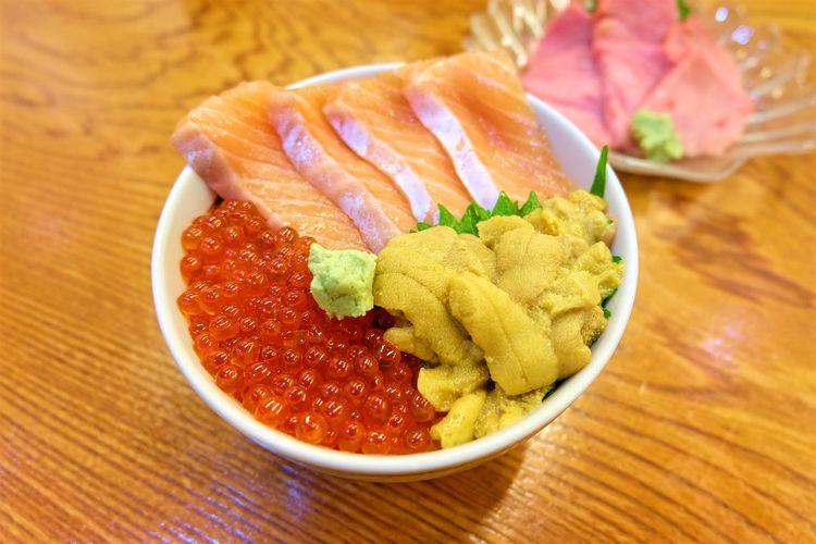 Close-up Food Food And Sweets Freshness Healthy Eating Japanese Food Japanese Sweets Raw Salmon Salmon Salmon Egg Salmon Eggs Salmon Sashimi Sashimi  Sashimi Bowl Sea Urchin Sushi Yummy