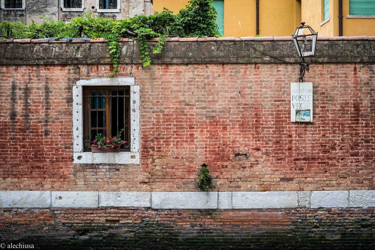architecture, brick wall, building exterior, built structure, outdoors, window, no people, day, city, red