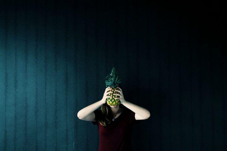Pineapple head. Girl Fruit Pineapple The Portraitist - 2016 EyeEm Awards