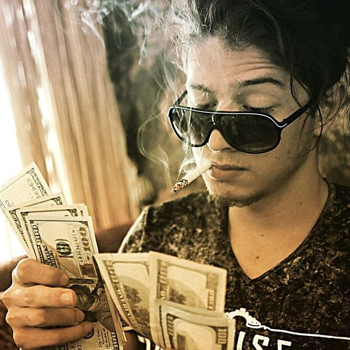 Money Money Money Smoke Man That's Me Style Don't Care Portrait Relaxing Light And Shadow Hair Hairstyle Hello World