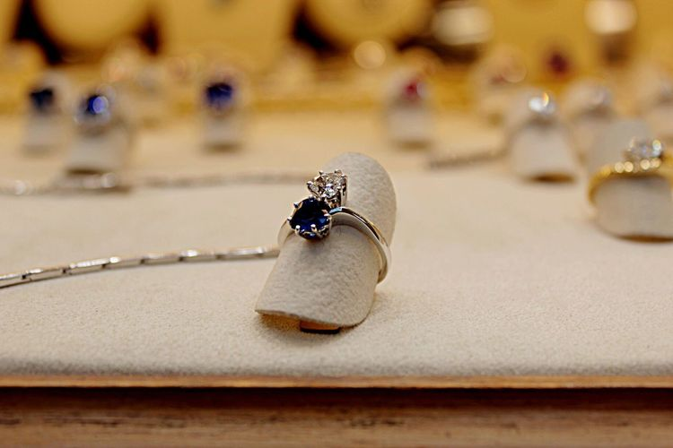 In my Holidays in Florence on the Ponte Vecchio I saw this Beautiful Ring