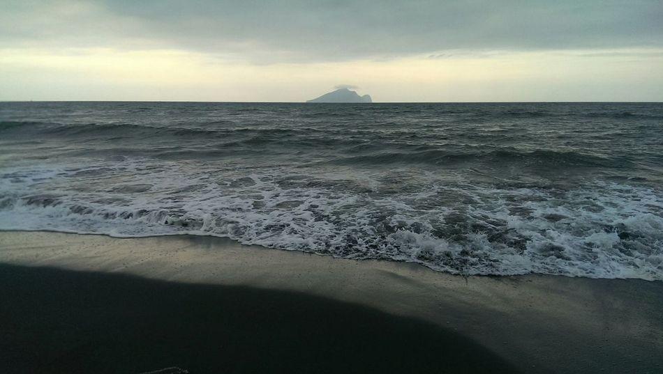 假如崩潰失控的那天發生了,你/妳還會選擇留下嗎?Enjoying Life Taiwan Future Pacific Ocean 走向彼端