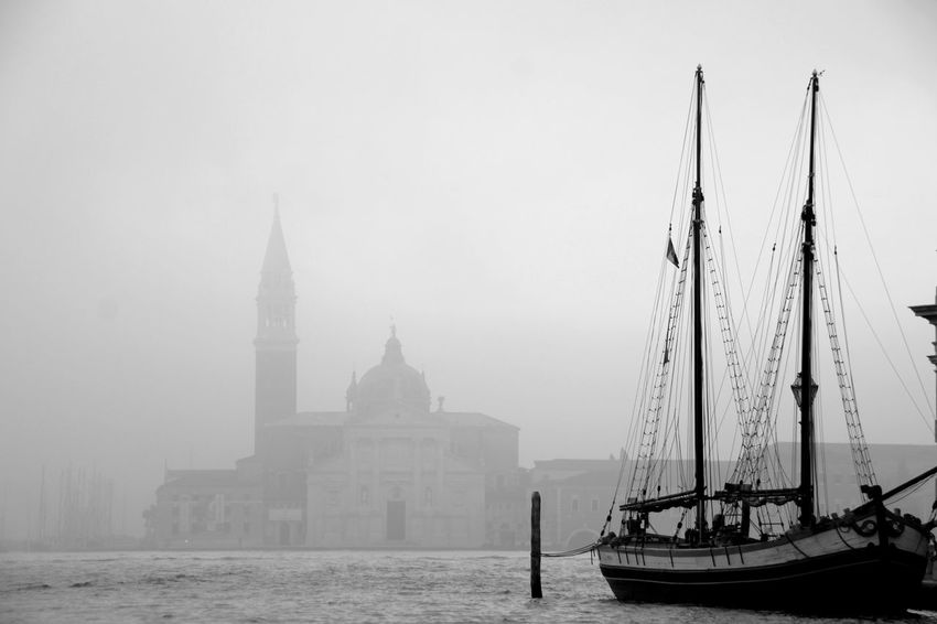 Hafen Venedig Italy Tadaa Community Lost in the Landscape Amazing View Picoftheday Vacations Blaclandwhite River View Trip Gondola - Traditional Boat Nautical Vessel City Architecture Building Exterior Fog Sailboat Harbor Foggy My Best Travel Photo