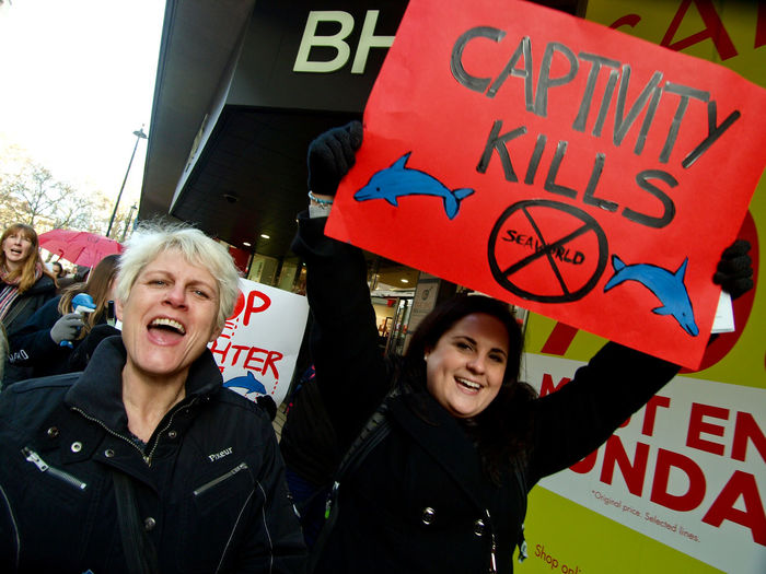 16-01-2016 London. Protest against Taiji Dolphin slaughter in Japan. Cavendish Square London UK. Demontsration End Dolphin Slaughter London News Olympus Press Photography Protest Protesters Steve Merrick Stevesevilempire W Whaling City Meetup Zuiko