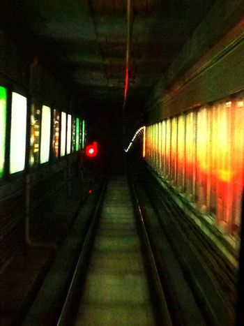 In the subway tunnel~Dans le tunnel de métro (在地铁隧道里) Guangzhou China Subway Tunnel Light Subway Tunnel
