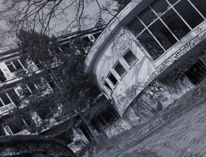 Abandoned Architecture Damaged Day Destruction Dom Profilaktyczno-wypoczynkowy Zdrowie Dom Wypoczynkowy Gdynia Poland Gdyniaorlowo No People Orłowo Wczasy The Architect - 2017 EyeEm Awards The Architect - 2017 EyeEm Awards