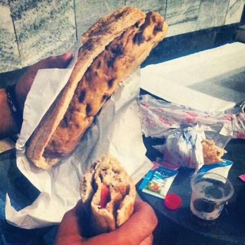 ساندویچ با نون بربری ، ندیده بودم تا حالا... عجب چیزیه ... بربری نون ساندویچ
