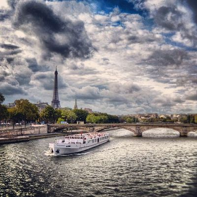 "Cloudy sky over Paris, color édition 2/6 Pour le concours #igf_midiminuit60 ""S"" comme la Seine ☺ Best_photogram Igworldclub_team Igersfrance Splendid_shotz Igersparis Ig_france Igworldclub Wu_europe Streetphotographer Thebestphotographers Ic_wow World_specialist Allshots_ Globe_travel Stunning_shots Citybestpics Igs_photos Cs_reality Urm_feature Street_series Worldingram Screaming_shots Ilovethisplace Igf_midiminuit60 Worldunion Ig_captures_city Ig_europe"