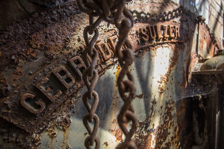 Bad Condition Chain Close-up Communication Damaged Day Decay Deterioration Engine Gebrüder Sulzer History Indoors  Industry Metal No People Old Outdoors Rusty Swimming Text Weathered
