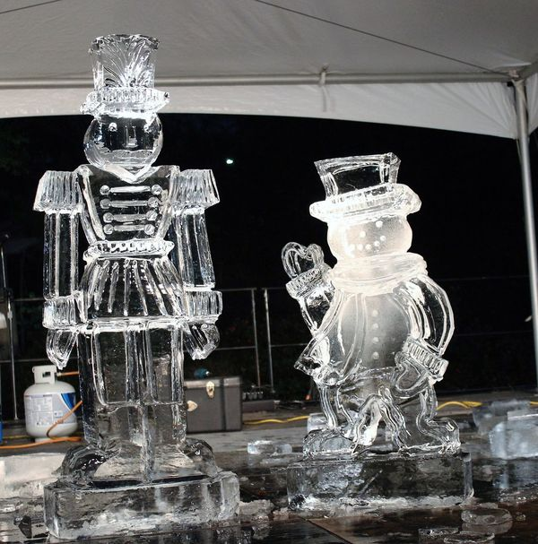 Probably the best i've got since I live in Texas. Carving Christmas Season Clear Ice Cold Temperature Ice Ice Age Ice Sculptures No People Outdoors Seasons Snowman Soldier Statue The Woodlands Texas