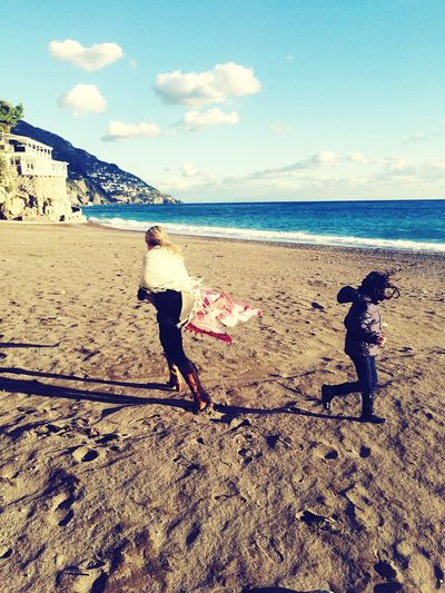 Feeling Thankful Feeling Blessed Feeling Good Beach Sand Lifestyles Real People Sea Full Length Sky Leisure Activity Playing Two People Vacations Childhood Outdoors Day Men Water Togetherness Nature Horizon Over Water Human Hand Momlife Positano, Italy