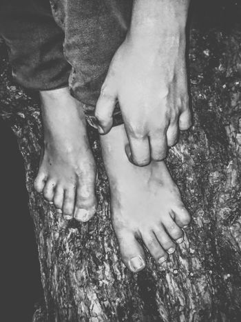 Women Barefoot Close-up Human Hand Leisure Activity Human Body Part Stranger Abandoned Old-fashioned Damaged Monochrome Photography Black And White Photography Urbanstyle Jalisco, México Film Noir Street Light Urban Poetry The End Abstract Isolation Isolated Surreal Nightmares
