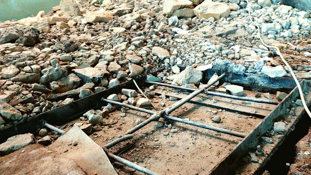 Ремонт нельзя закончить, его можно только остановить ( что и было сделано) Dirt Outdoors Gravel No People Rocky