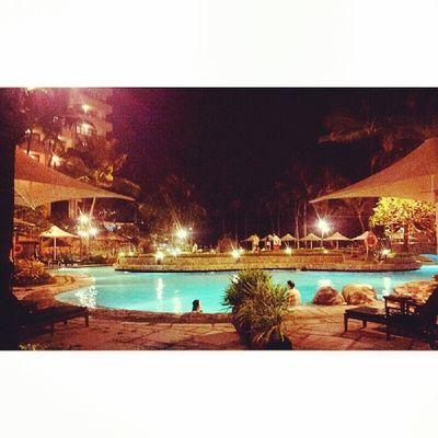 Poolside Pool Sofitel Sofitelmanila Itsmorefuninthephilippines travelphilippines luxuryhotel travelmanila samsungphotography phonephotography s2photography