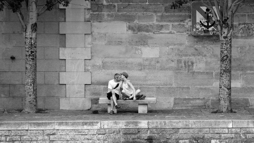 France Paris ❤ Lover Couple Seine River Travel Photography EyeEmBestPics Eyeemphotography Black & White 法国 巴黎 情侣 塞纳河 黑白 旅行摄影 浪漫 Kiss Romantic