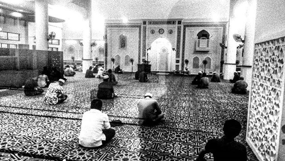 Prayer is the pillar of religion for Muslims as prayer can soothe yourself Vscocam VSCO Vscomalaysia Amalaysianphoto Mshjournal Lifeasphotographer Reportagespotlight Mobilephotography