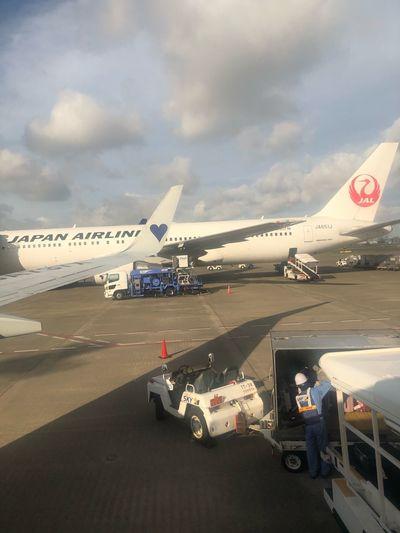 今日は青のハート💙 #スカイマーク #SKYMARK Haneda Airport Skymark Skymark Airlines Air Vehicle Airplane Transportation Cloud - Sky Mode Of Transportation Airport Airport Runway