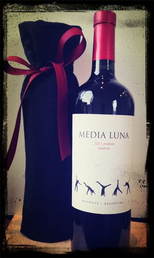 Media Luna Vineyards Holiday Wine Gift Bags are here! Elegante!