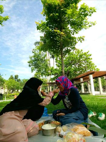Piknik sambil Ngalotek with kesayanganku.. 😊 Meandmybestfriend Piknik Beautifulday Justyouandme Beauty In Nature HappyFriday Friendship