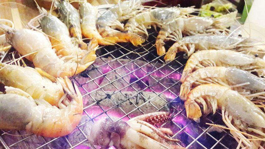 กุ้ง. Close-up Animal Themes Large Group Of Animals No People Sea Life Grilled Food Indoors  Day UnderSea Thailand Plant Herb Text Growth Outdoors Photograpghy  Architecture Fire กุ้งเผา กุ้ง เผา เตาถ่าน EyeEmNewHere