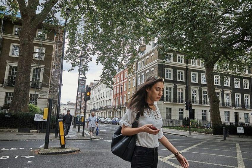 Girl London Streets Street Photography Londonstreets Londonlife City Life Streetphotography LONDON❤ Londononly City Street Fujifilm X70 Urban London_only London Urban Life Street City Fitzrovialitter Paddington ❤️