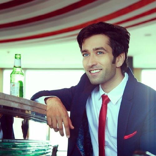 Nakuul Mehta chills at the pub by Ayush Das. Exclusively on www.facebook.com/strangesadhu Nofilter Pkdh Actors Indianactors Conceptart Nakuul Incredibleindia Incredible_india India Beauty Celebrity Starplus Strangesadhu