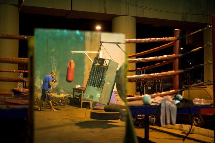 Up Close Street Photography Boxer Streetphotography WILLPOWER Boxe Mirror Underground Training Training Day Intensity Ring UFC Poor  Improvised Boxing Boxing Ring Punching Punching Bag Fridge