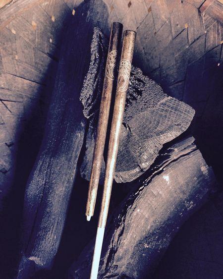 引き出して延長できる、携帯用火箸。 火箸 里山 自然 Japan Nature Countryside