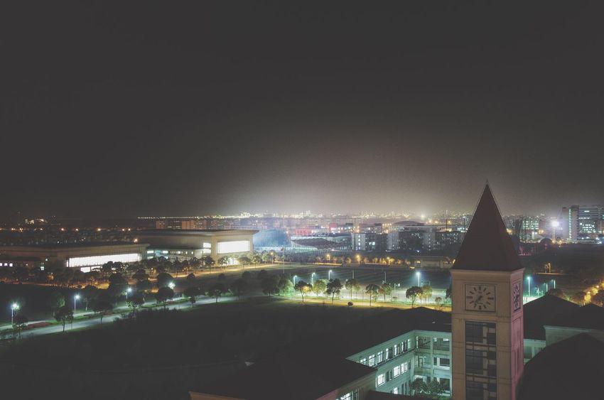 看这城市悄悄地息了光